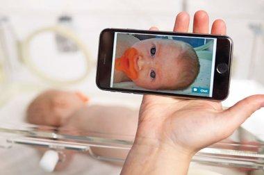 GW Health News Llegada especial: la nueva tecnología de cámara ayuda a mantener cerca a los padres y a los recién nacidos